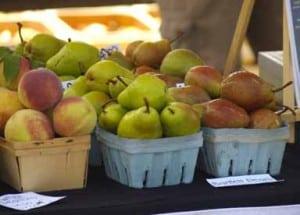 produce-table-pears-peaches